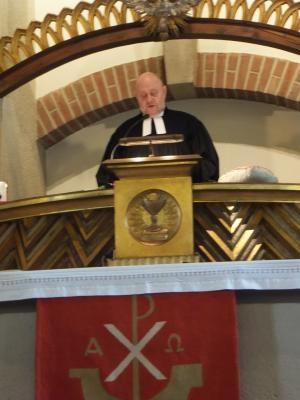Pfarrer Tauber erstmals auf der Kanzel der Erlöserkirche